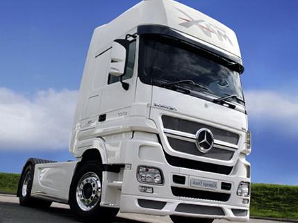 Новый грузовик Мерседес